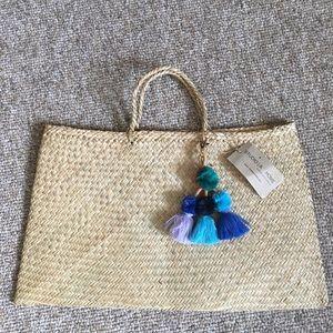 Handbags - Pom Pom straw market tote beach bag NWT purse